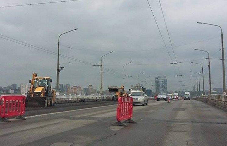 У Дніпропетровську анонсованого владою перекриття Центрального мосту не відбулося (ФОТО)
