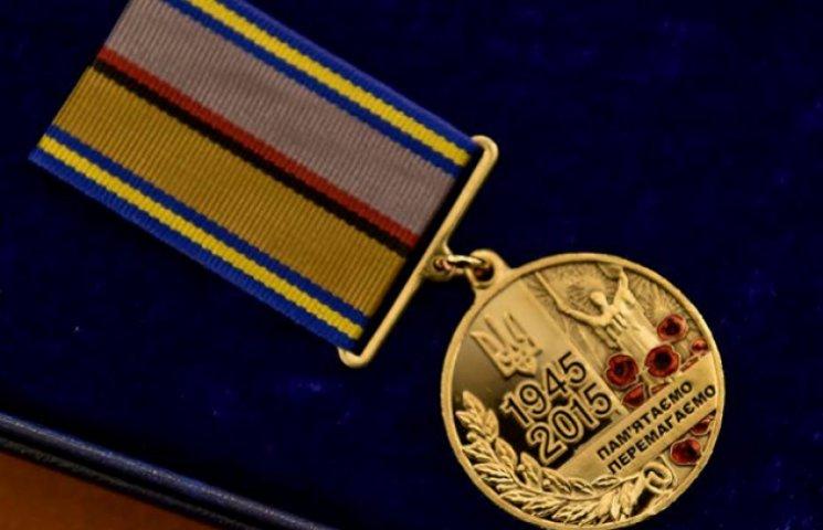 """Порошенко нагородив ветеранів ювілейною медаллю """"70 років Перемоги над нацизмом"""" (ФОТО)"""