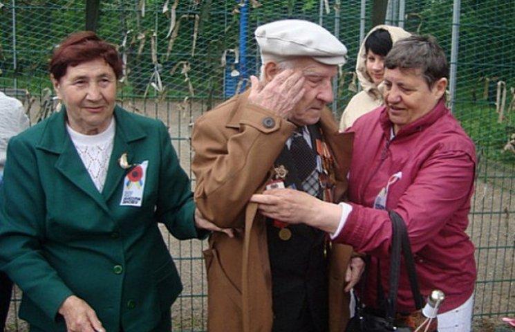 Як запорожці відсвяткували 9 травня в Парку Перемоги (ФОТО)