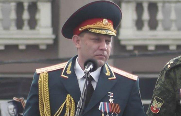 Путінський гауляйтер Захарченко похитувався на парад Перемоги в Донецьку (ВІДЕО)