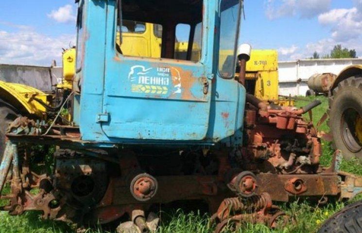 Охоронці вкрали на фірмі трактор по запчастинах (ФОТОФАКТ)