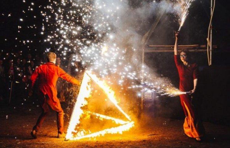 В Ужгороді під час фестивалю гралися з вогнем (ФОТОФАКТ)