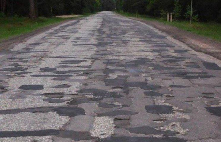 На Закарпатті сільський голова страйкуватиме через погані дороги (ВІДЕО)