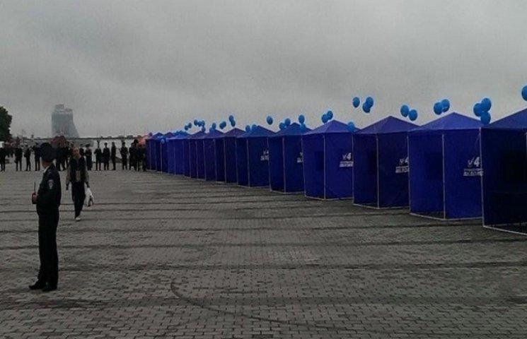 """Дніпропетровські спорстмени відмовились віджиматися через """"партійні"""" намети"""