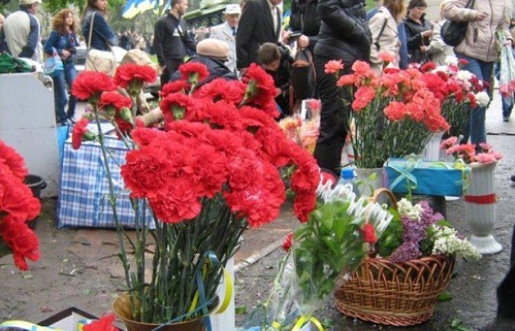 В міліції не помітили 9 травня стихійної торгівлі квітами та георгіївськими стрічками