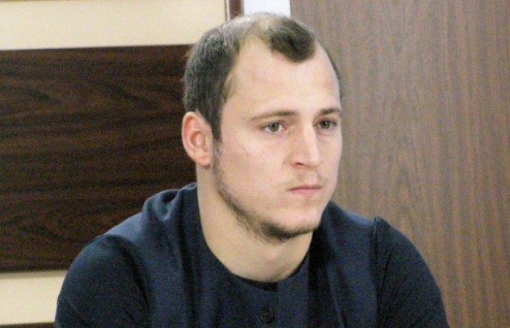 Роман Зозуля продає з аукціону свою футболку збірної, щоб вдягти десантників (ФОТО)