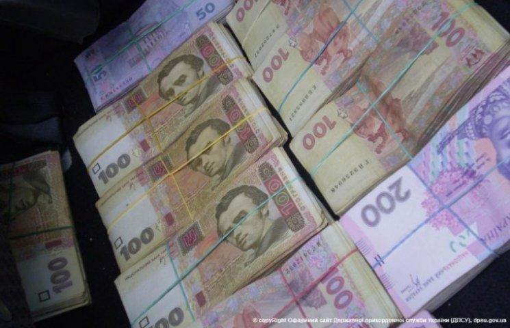 Мешканець Луганщини намагався вивезти з окупованої Горлівки 400 тис. гривень (ФОТО)