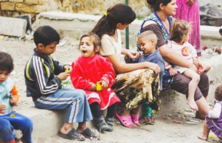 На межі: Як живе ромський табір на кордоні України і ЄС (ФОТО)