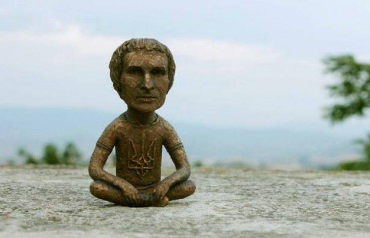 У Мукачеві встановлять міні-скульптуру Вакарчука (ФОТО)