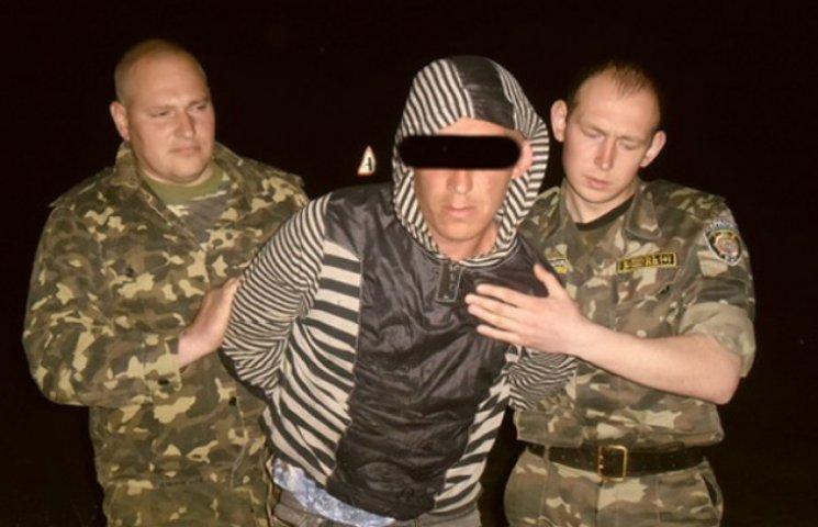 """Біля Шосткинської виправної колонії затримали """"перехожого"""" з наркотиками (ФОТОФАКТ)"""