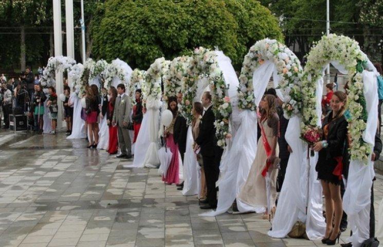 У Харкові пройшла наймасовіша весільна церемонія (ФОТОФАКТ)