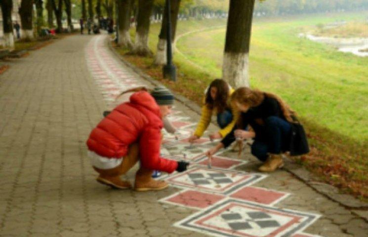 """У Сумах хочуть намалювати на тротуарі найдовшу в Україні """"вишиванку"""""""