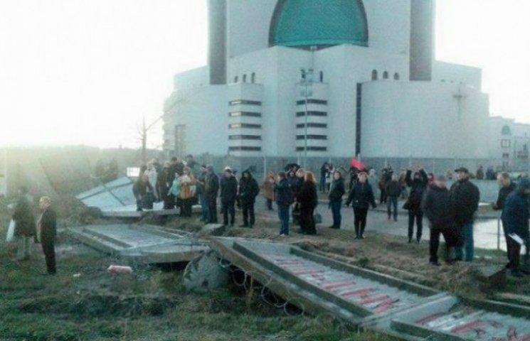 Звершилося: На Микільській Слобідці заборонили скандальне будівництво