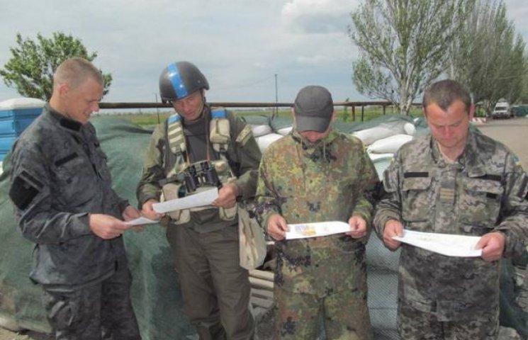 Діти пишуть бійцям у Широкине про любов до України (ФОТОФАКТ)