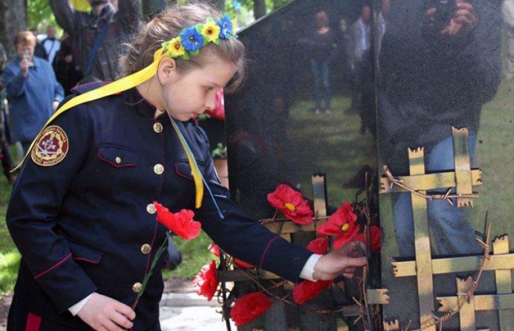 У Сумах відкрили пам'ятник жертвам комуністичних репресій (ФОТОФАКТ)