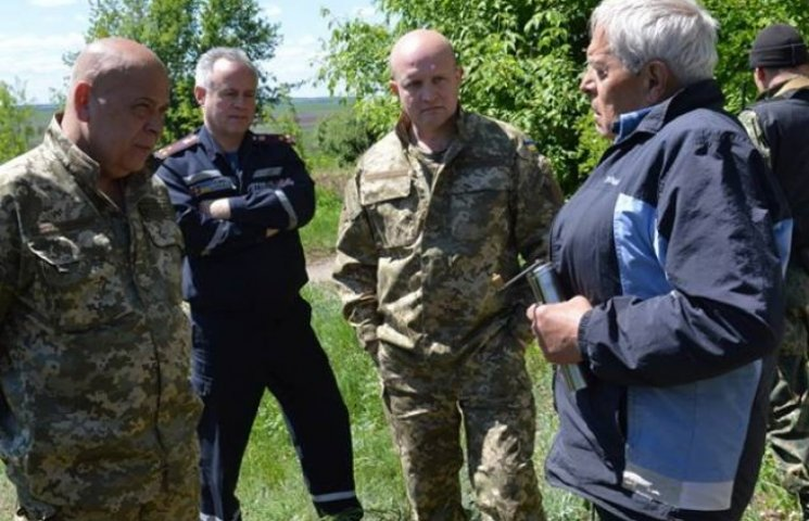 Москаль проінспектував, як відновлюють після боїв прифронтові села на Луганщині (ФОТО)