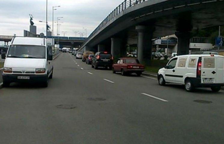 Для столичних водіїв не писані правила дорожнього руху (ФОТОФАКТ)