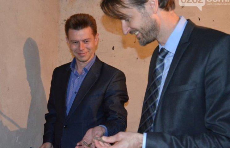 Посол Швеції забрав з собою гільзи з підвалу, де бойовики катували полонених у Слов