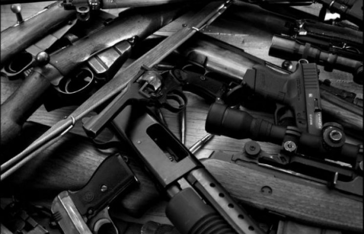 """Ситуація виходить з-під контролю: Київ """"потопає"""" у нелегальній зброї"""