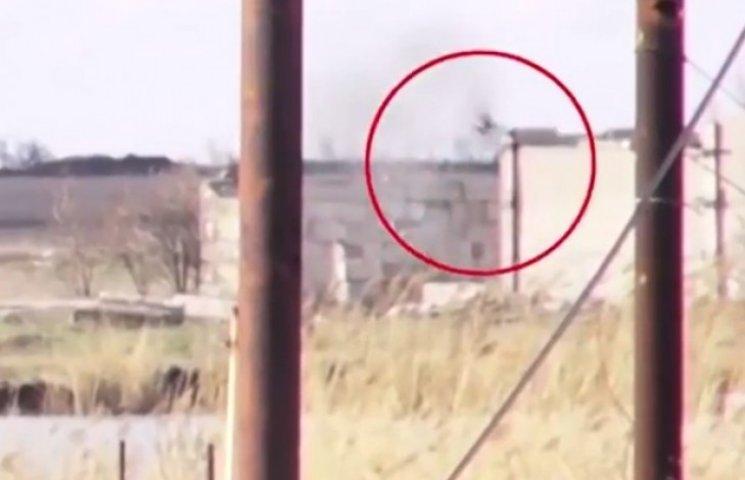 Як українські бійці одним пострілом розбили бойовиків біля Донецького аеропорту (ВІДЕО)