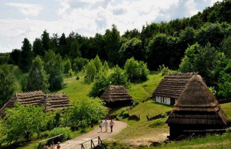 Навіщо Кириленко будує музей Леніна в шевченківській хаті