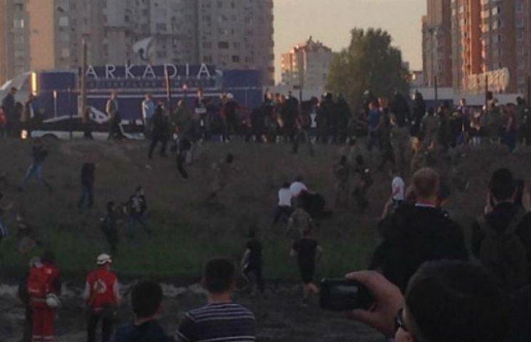 МВС: На Осокорках спалахнула масова бійка на будмайданчику, є постраждалі (ОНОВЛЮЄТЬСЯ)
