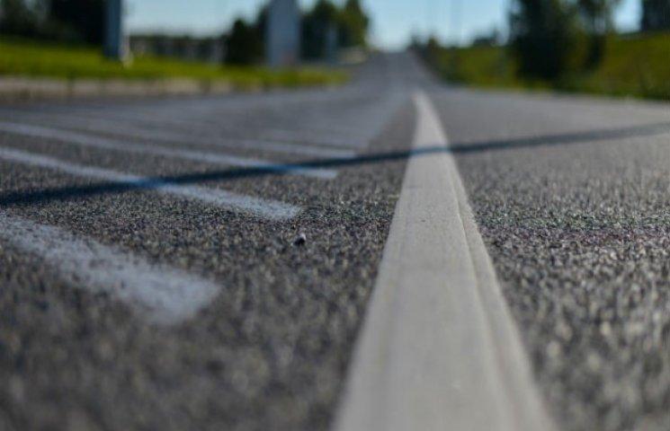 Сумський облавтодор малює на дорогах області