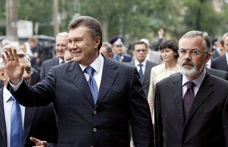 Завтра в Брюсселі розпочнуть знімати санкції з Януковича і компанії
