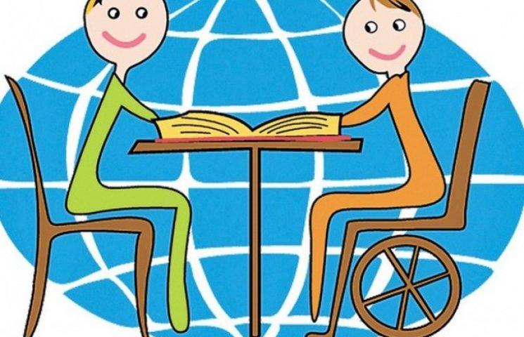На будівництво інклюзивного дитячого майданчика у Вінниці збирають гроші та шини