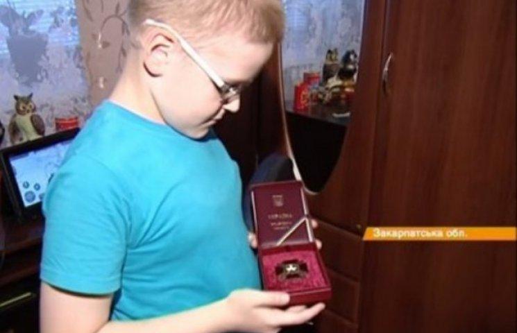 Маленький закарпатський волонтер знову розчулив усю країну (ФОТО, ВІДЕО)