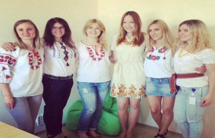 Харків'яни масово вдягли вишиванки (ФОТОФАКТ)