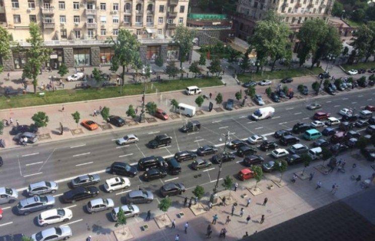 Перекрита головна вулиця столиці – протестують власники кіосків (ФОТО)