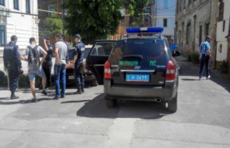 У центрі Сум малолітній пограбував жінку серед білого дня
