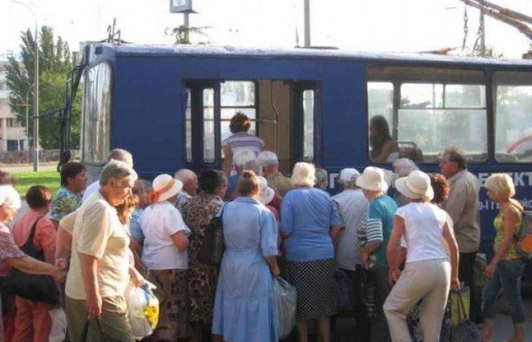 """Вінницьких пенсіонерів  ділять на """"жовтих"""" і """"блакитних"""""""
