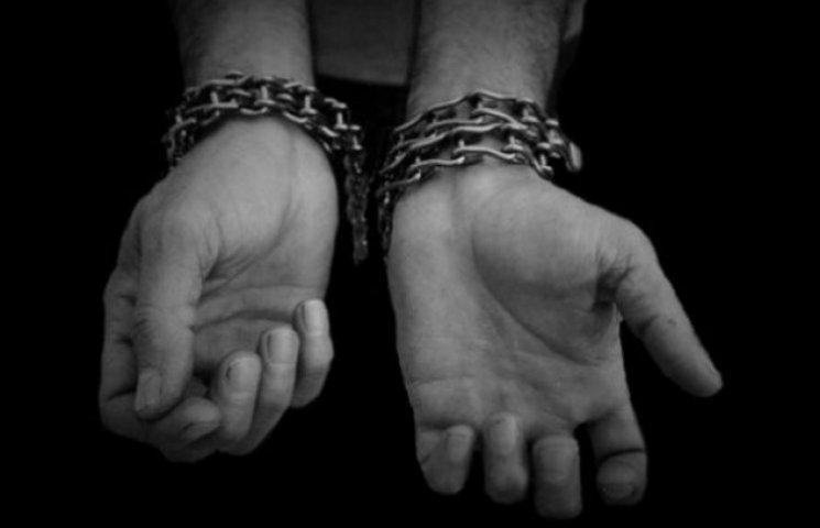 """Волонтер: Під Краснодоном є """"ринок рабів"""", де росіяни продають полонених по $500"""