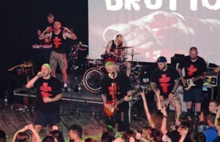 """В Ужгороді рок-партизани співали """"Воінів свєта"""" і дякували чєртям (ФОТОФАКТ)"""
