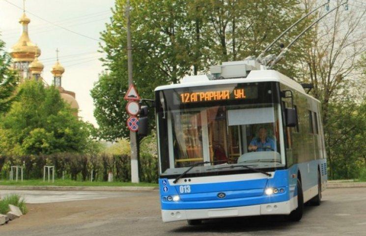 Вінничан, які потрапили у ДТП в тролейбусі, просять розказати як все було
