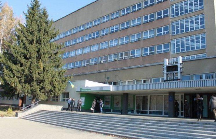 Донецькому університету, який переїхав у Вінницю, дали 350 тисяч доларів на техніку та обладнання