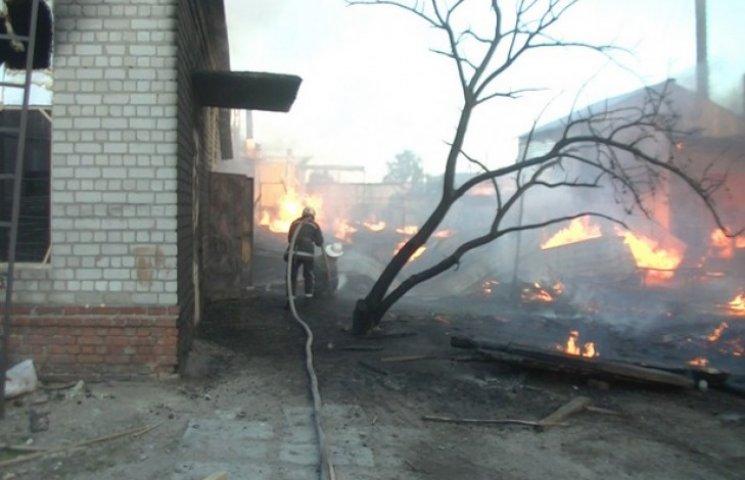 Пожежні всю ніч гасили деревообробне підприємство