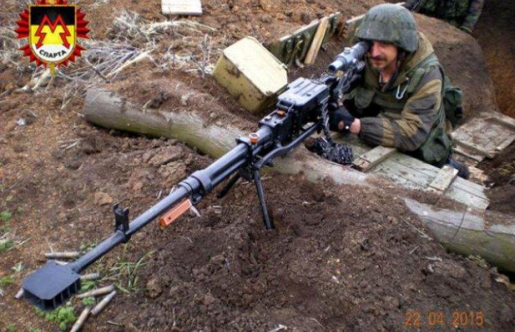 Терорист Моторола показав, як вчить своїх бандитів стріляти по українцям (ФОТО)