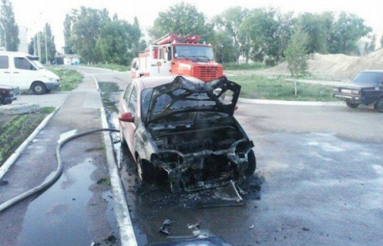 На Сумщині знову згоріло авто (ВІДЕОФАКТ)
