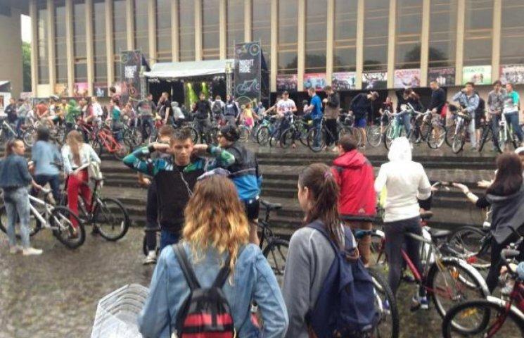 Ужгородці відкрили велосезон, не зважаючи на дощ (ФОТОФАКТ)