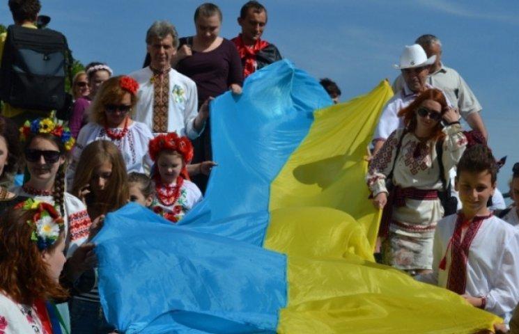 В Ужгороді пройшов Мегамарш вишиванок (ФОТО)