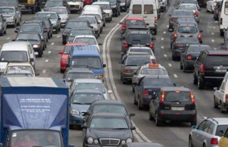 Понеділок у Києві розпочався з величезних автомобільних заторів (ВІДЕО)