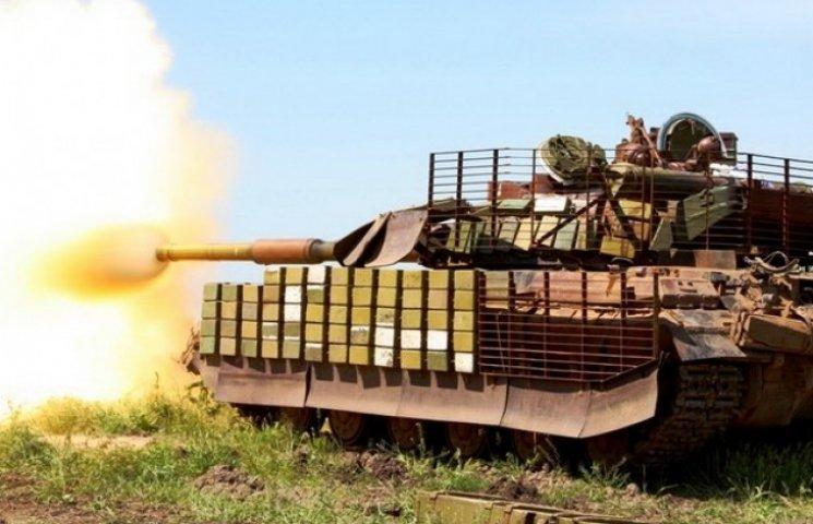 """На дніпропетровському полігоні танкісти """"пристрілювались"""" і злагоджували екіпажі (ФОТО)"""