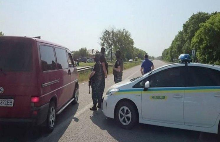 Визволяти заручників приїхав головний міліціонер Харківщини (ФОТОФАКТ)