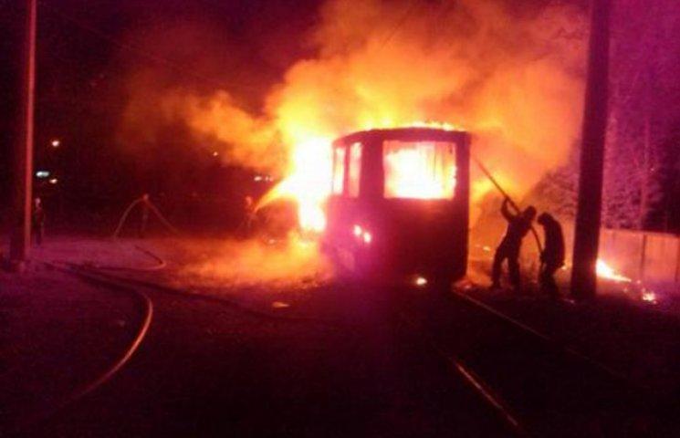 У Конотопі пофарбований у національні кольори трамвай підпалили навмисно (ФОТОФАКТ)