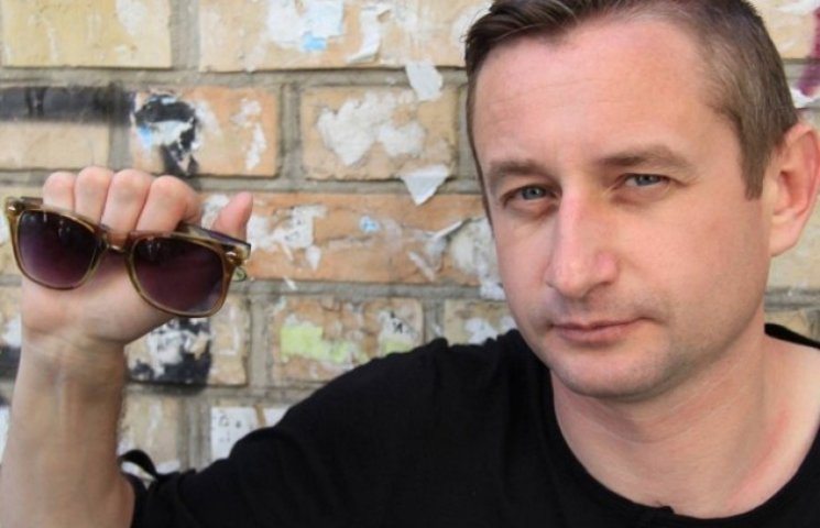 Жадан розпрощався з фірмовими окулярами заради українських військ (ФОТОФАКТ)