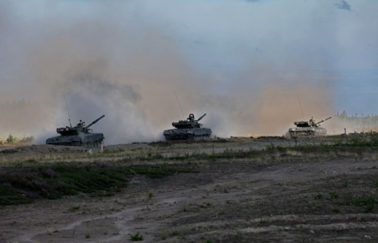 Вночі бойовики били з танків та гранатометів на всіх напрямках, - штаб АТО