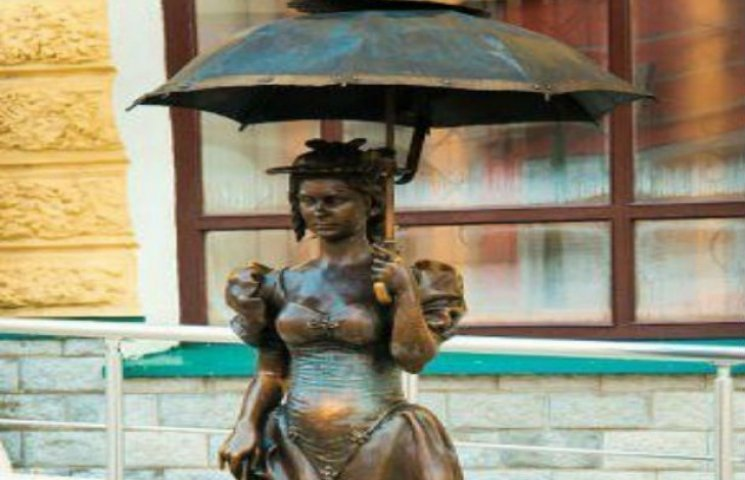 "Сумська ""Дама з парасолькою"" змінила прописку"